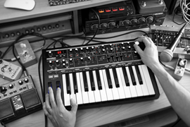 Novation Bass Station II analogni sintesajzer