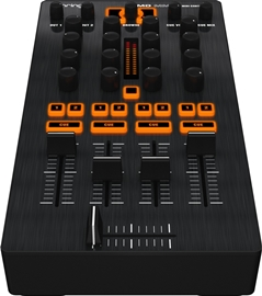 Behringer CMD MM-1 DJ kontroler